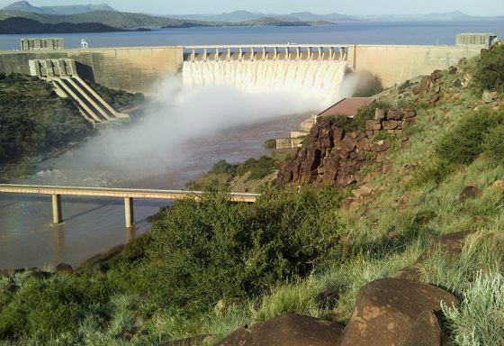 gariep_dam_overflowing_in_jan_2011